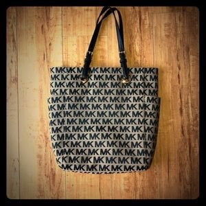 Michael Kors MD NS tote- beige and black.